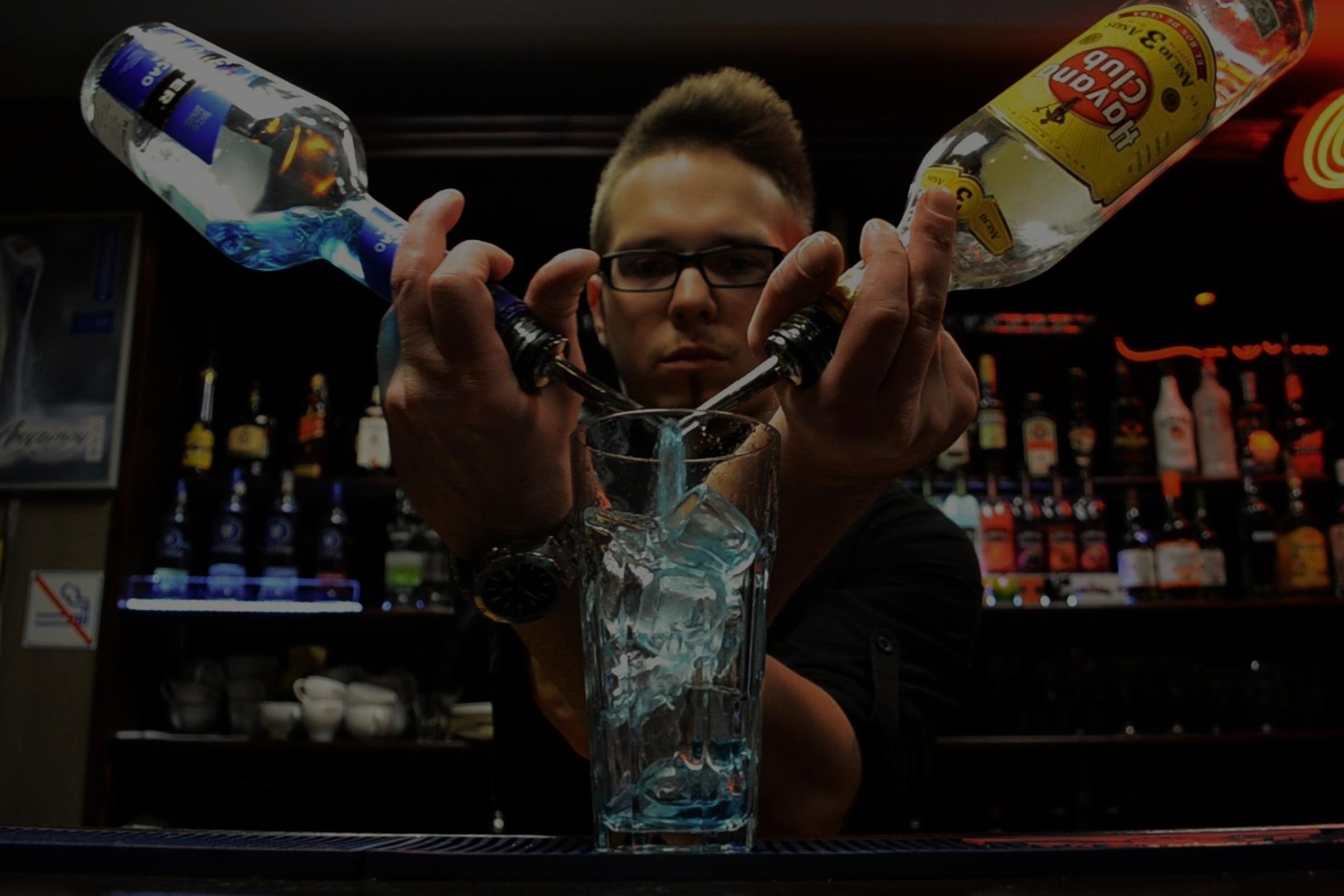 Moderno profesional de barman